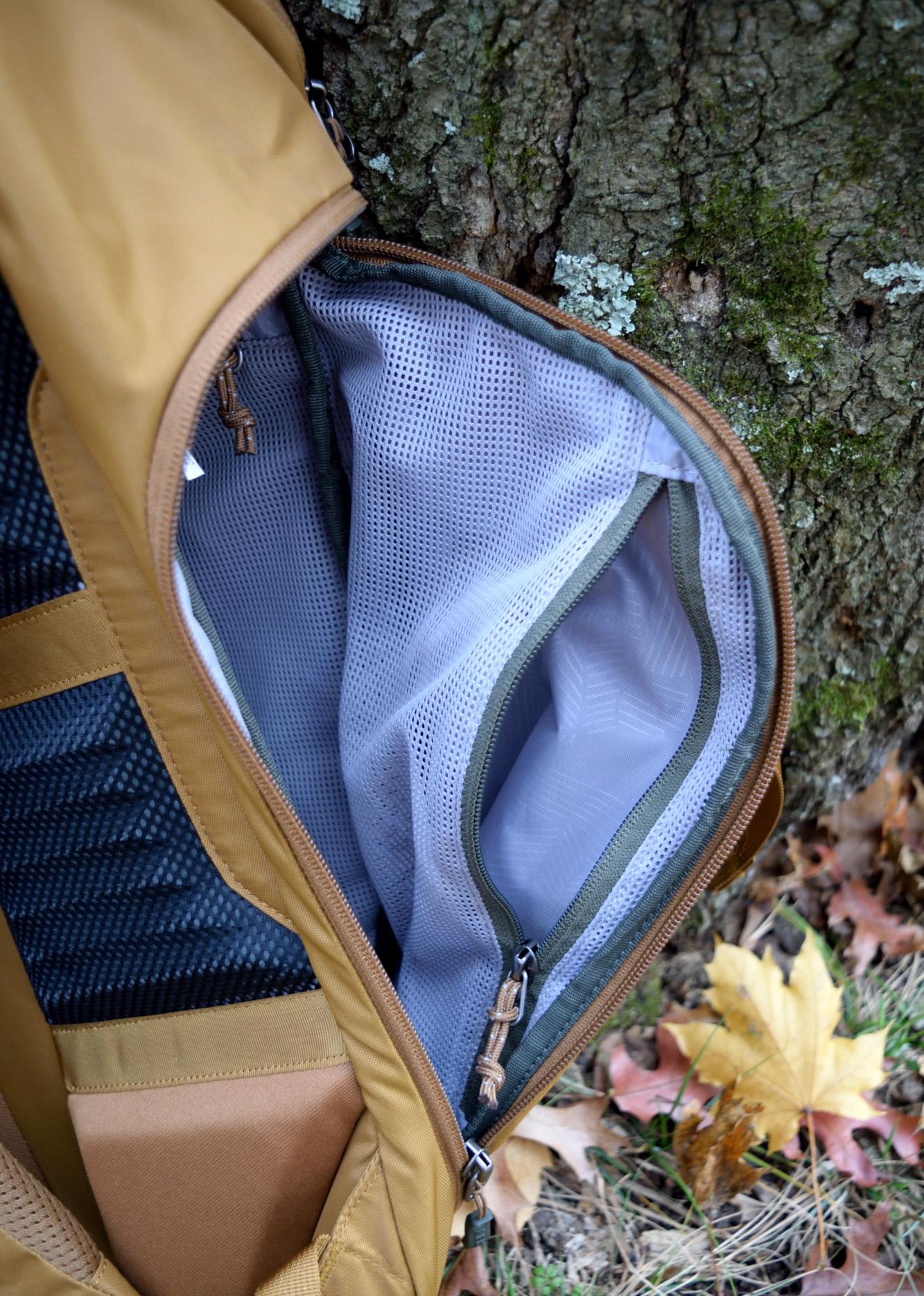 rei rucksack 28 side flap zipper pocket