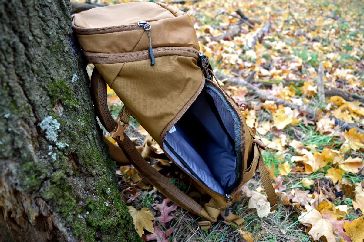 rei rucksack 28 side unzipped