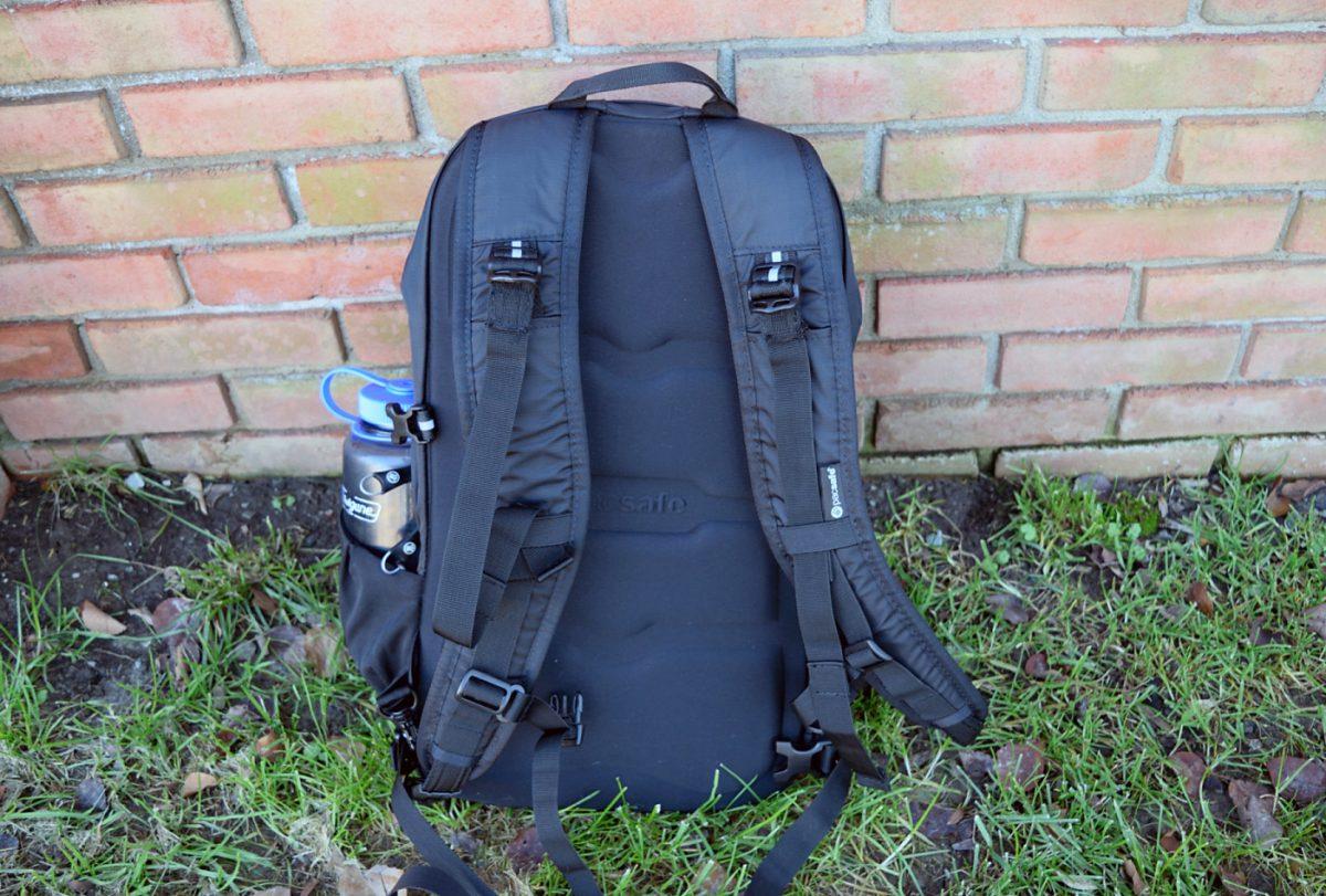 pacsafe venturesafe 25l back straps