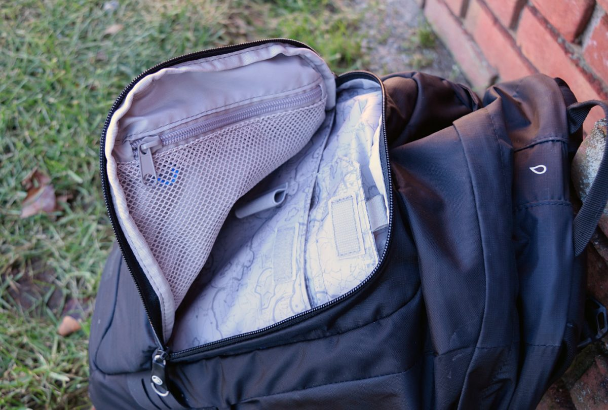pacsafe venturesafe 25l outer compartment