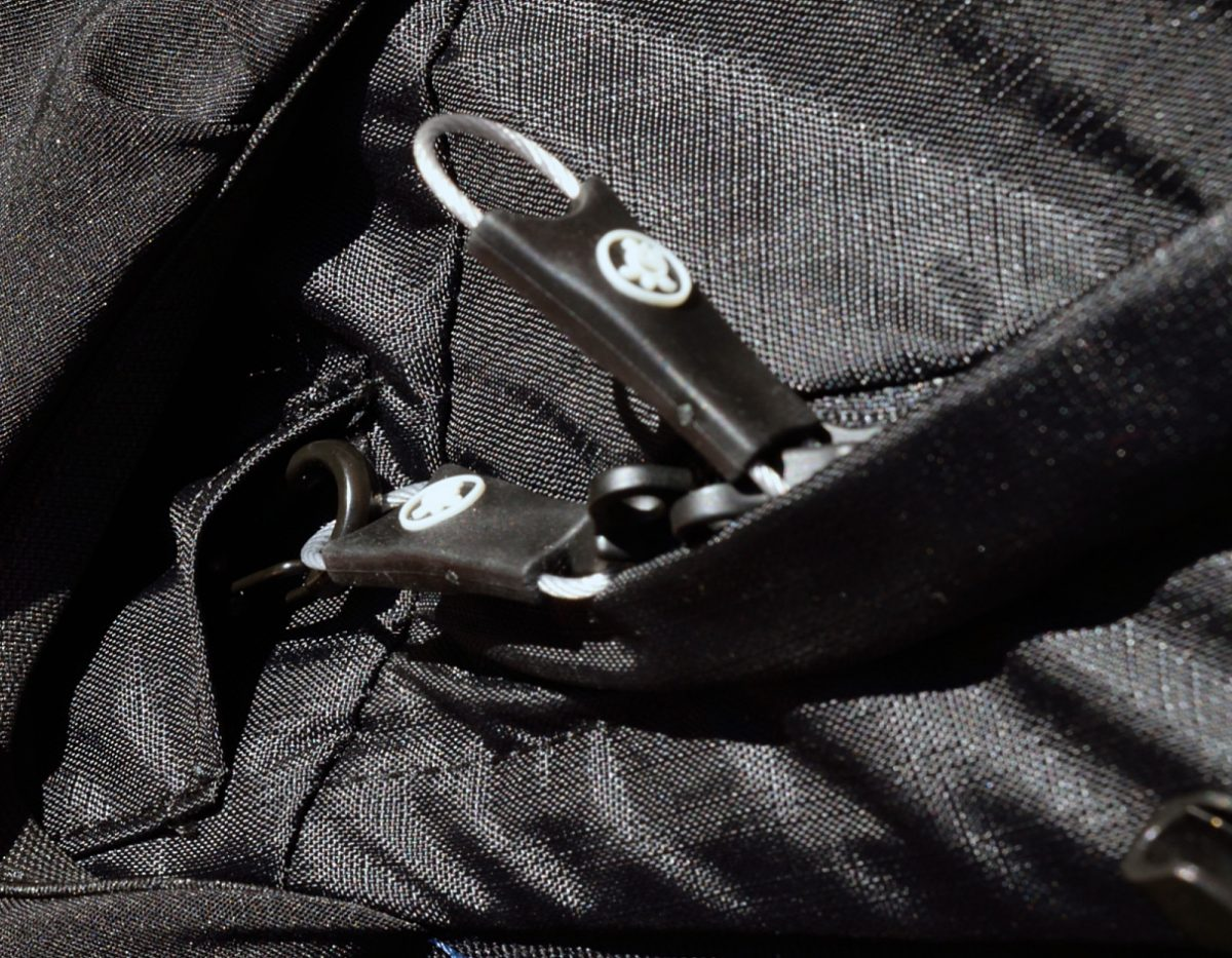 pacsafe venturesafe 25l zipper lock