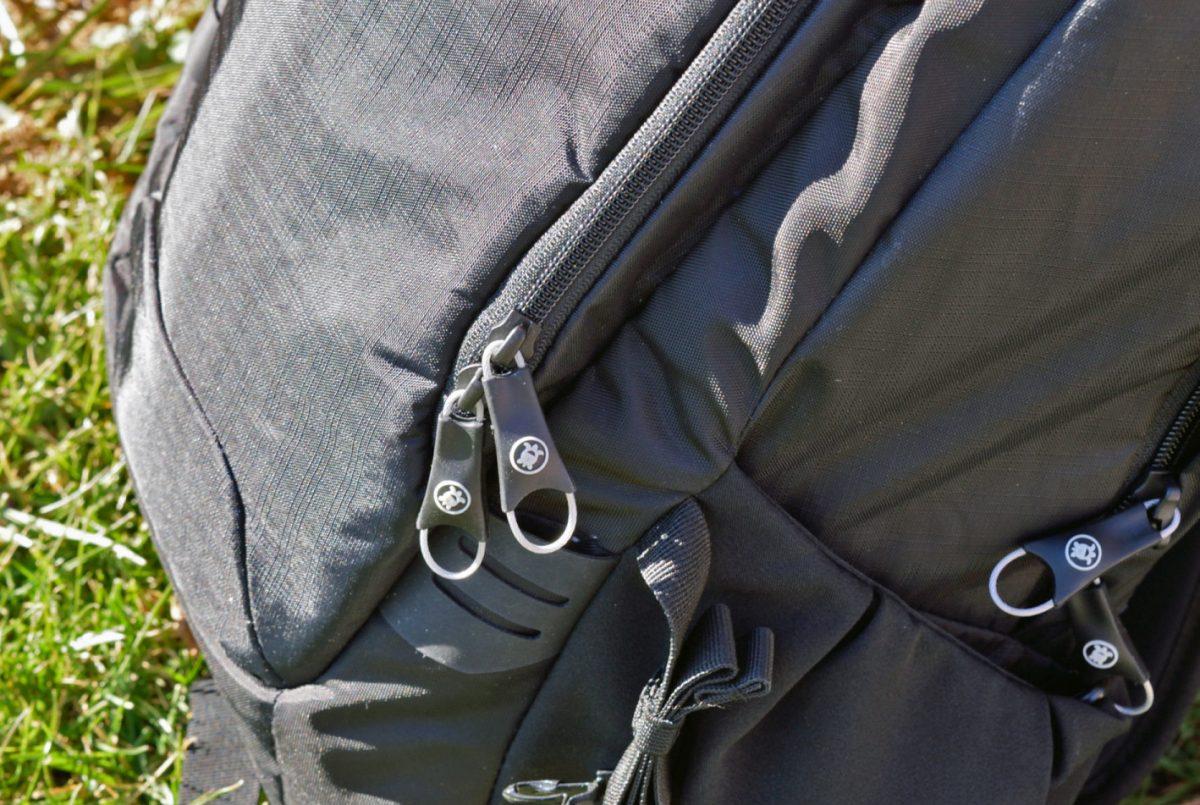 pacsafe venturesafe 25l zippers